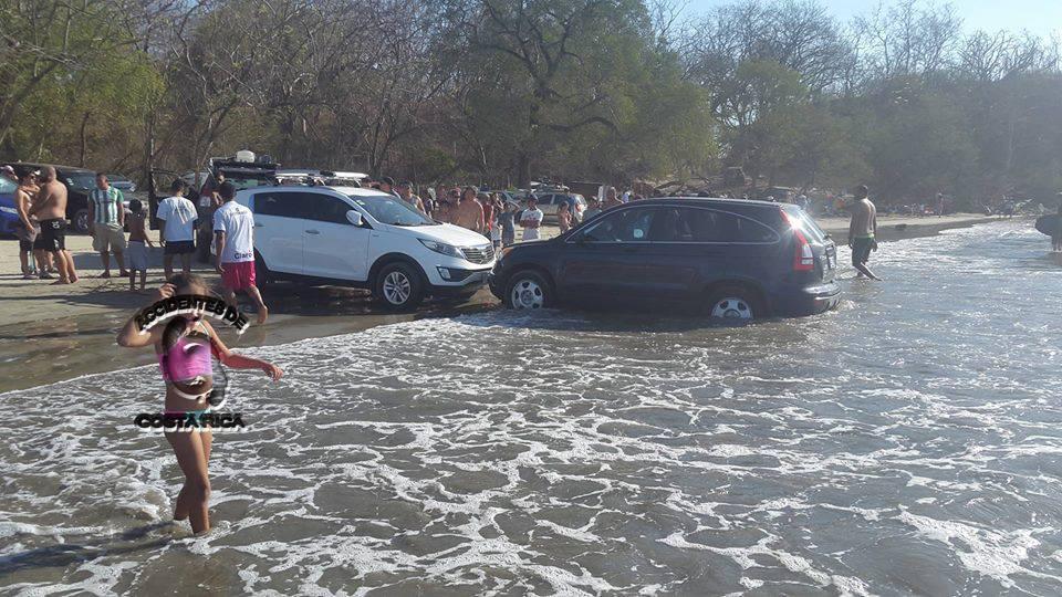 Multa por meter el carro en la playa es de 113 mil colones - Carro playa carrefour ...