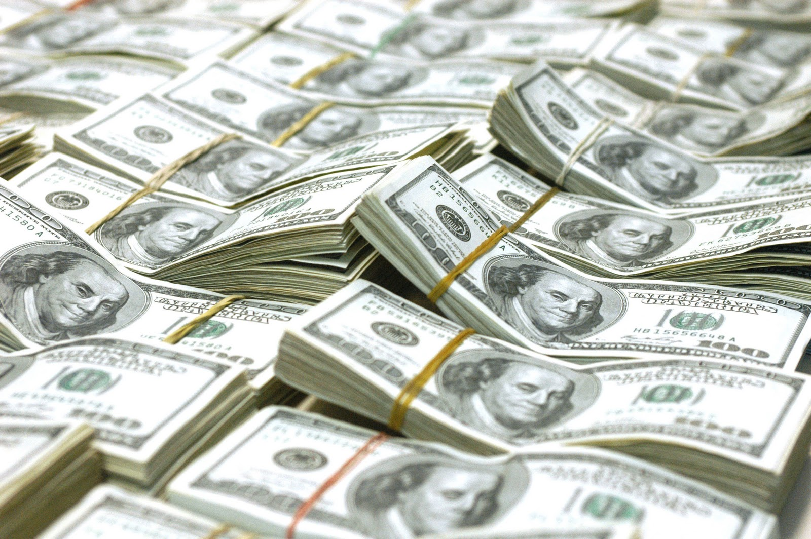 Solís no meterá mano por aumento en el precio del dólar