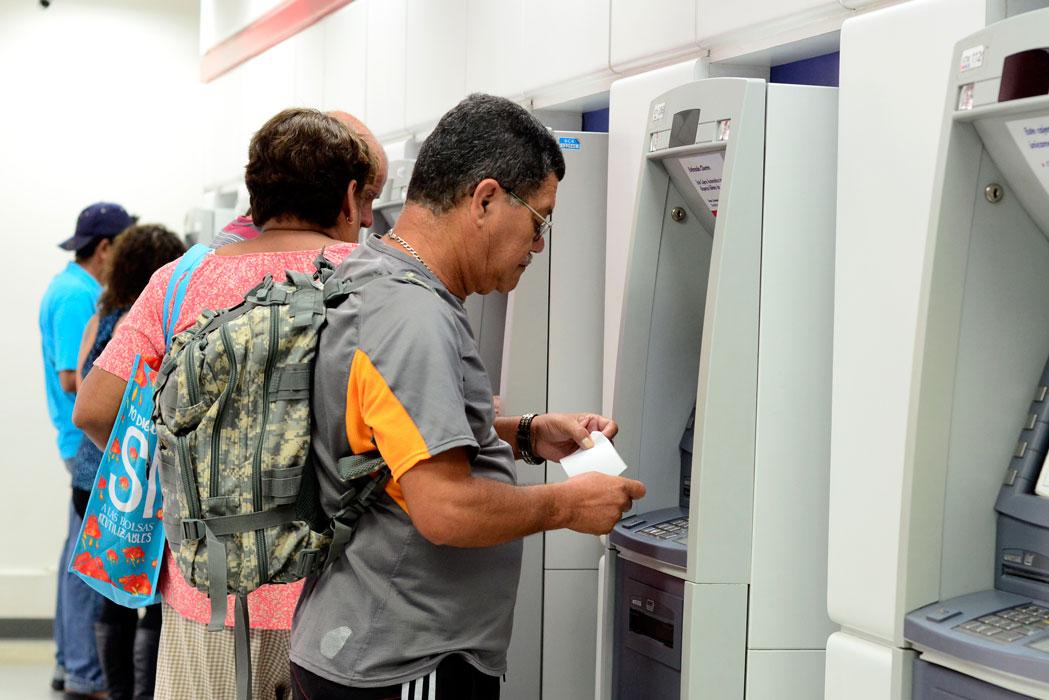 Banca p blica se acogi a asueto entes privados cierran for Oficinas y cajeros