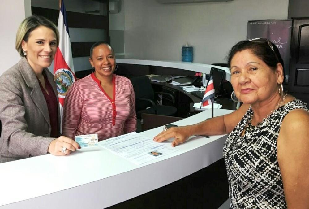 Ticos en el extranjero deben registrarse para votar en febrero for Oficina empadronamiento