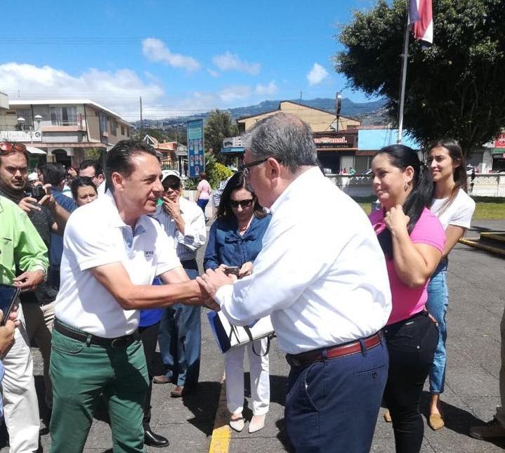 Lvarez y castro se encontraron en la salida de misa for Alvarez de castro