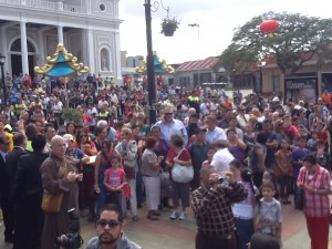 Cientos de personas se acercaron para disfrutar de la inauguración del Barrio Chino. CRH