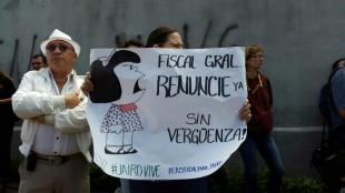 Manifestantes reaccionan con insultos y abucheos al conocer que fiscal no comparecerá en la Asamblea