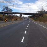Tras dos accidentes, demarcan paso por puente en El Coyol de Alajuela