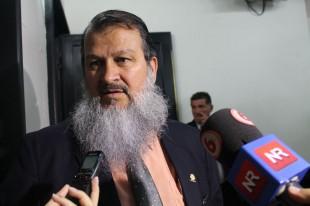 Frente Amplio pide priorizar asuntos internos del país
