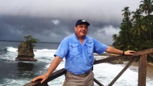Luis Guillermo Solís, durante una gira hecha en setiembre a Manzanillo en Limón. Archivo CRH
