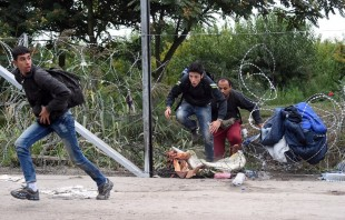 """Sacerdote húngaro combate en soledad el """"miedo"""" al migrante"""