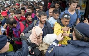 ¡Esperanza para migrantes sirios! Son aplaudidos en Austria