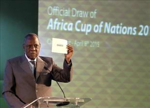 Hayatou presidirá la Fifa durante suspensión de Blatter