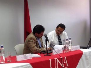 De izquierda a derecha, Jaime Espinoza y Álvaro Parada, investigadores UNA. CRH