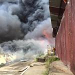 Incendio devora bodegas de mueblería en Heredia