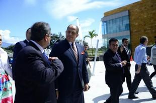 El presidente Luis Guillermo Solís ve avances en la construcción de infraestructura. Daniela Abarca.