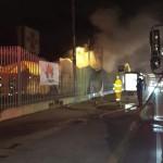 Bomberos atiende incendio en las afueras del Estadio Nacional